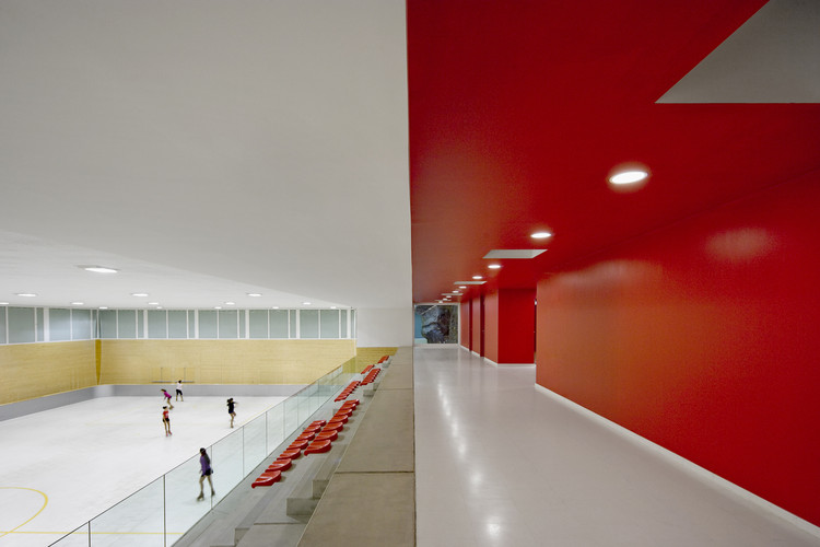 New Sports Buildings in Olot   / BCQ arquitectura, © Pedro Pegenaute