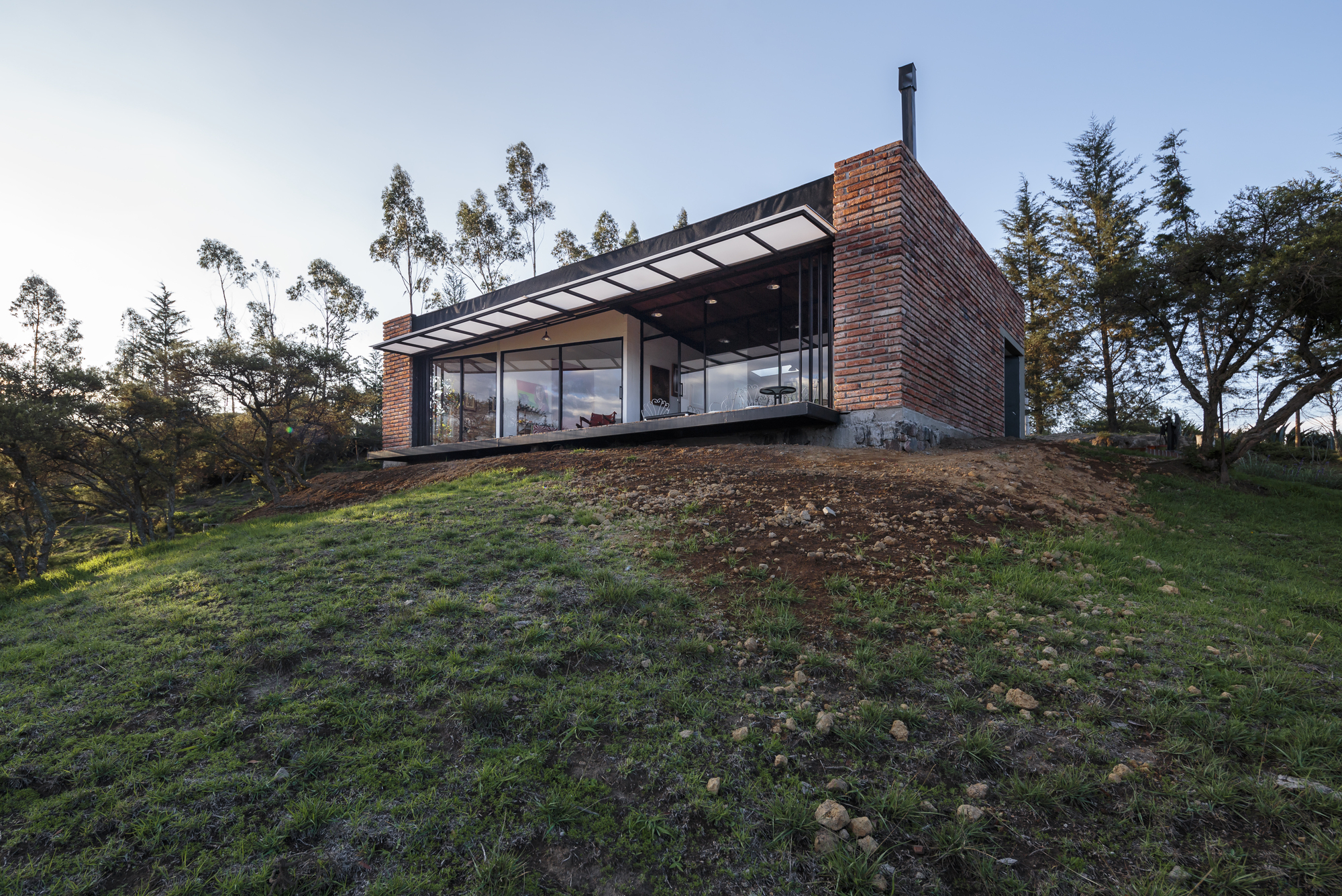 El Guarango House / Bernardo Bustamante