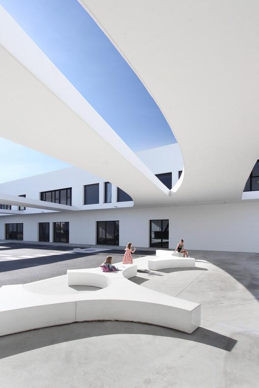 Complejo escolar Les Perséides / Atelier REC architecture, Cortesía de Atelier REC architecture
