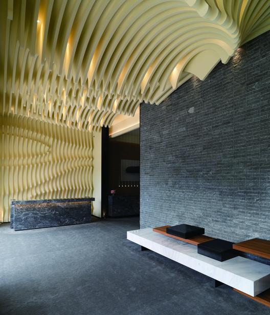 Ret rica del espacio cai in interior design archdaily for Office roof ceiling designs