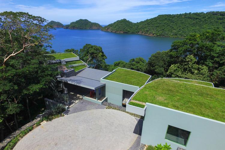 Casa Magayon / SARCO Architects | ArchDaily
