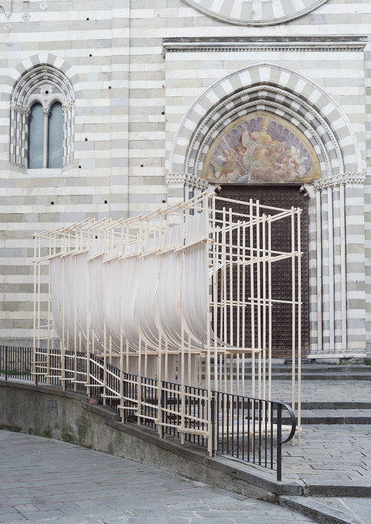 Experimental Structure of Bent Wood Takes Shape in Genoa, © Anna Positano