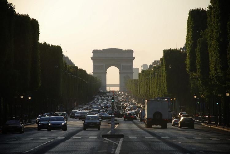 Paris abrirá Champs Elysées para pedestres uma vez por mês, Champs Elysées, Paris. Image © Eduard Díaz i Puig, via Flickr. CC