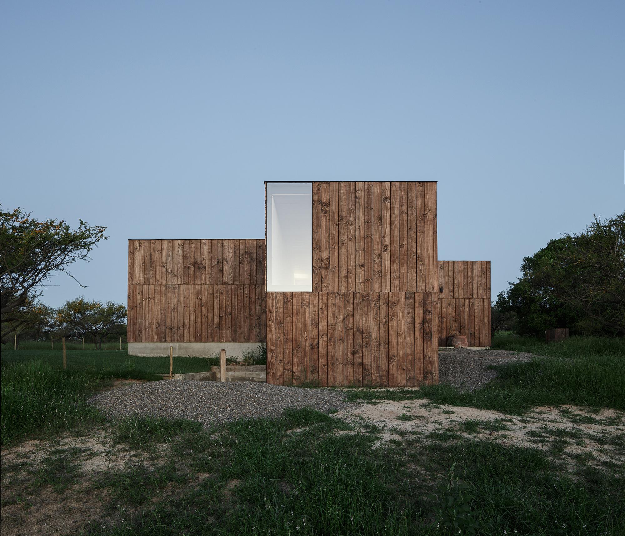 CML House / Ricardo Torrejón + Arturo Chadwick