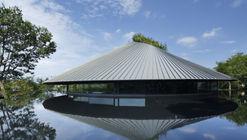 Salón Comunitario Cementerio Sayama Lakeside  / Hiroshi Nakamura & NAP
