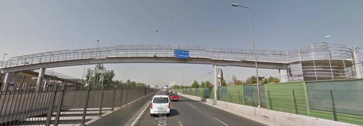 ¿Por qué las pasarelas peatonales no favorecen a los peatones?, © Google Maps