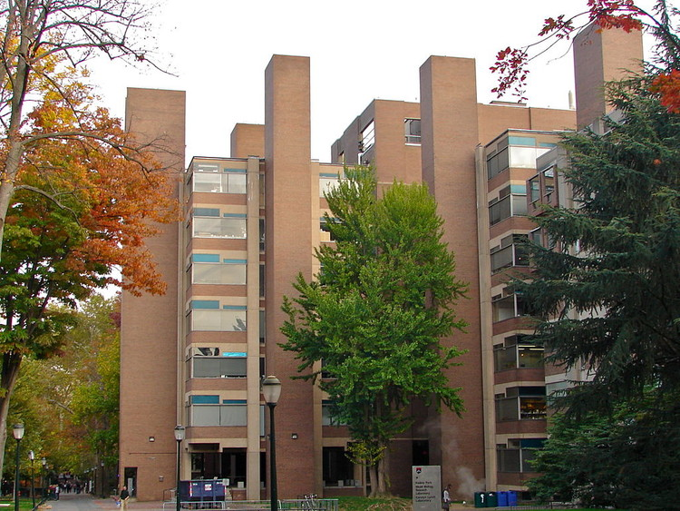 Louis Kahn's Notorious Richards Laboratory Restored, Richards Medical Research Laboratories in 2010, prior to restoration. Image © Wikipedia CC user Smallbones