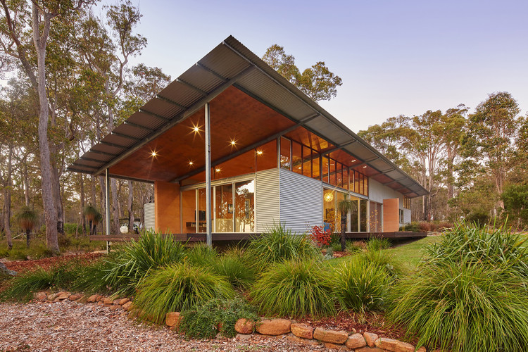 Bush House / Archterra Architects | ArchDaily