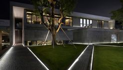 Incubation Reception Center  / Ching Chi Design + Leo-construction designing department + Xuxian Rui Architects Office