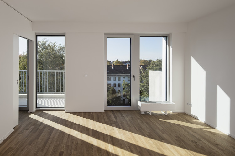 Residential and office building blauraum architekten archdaily - Blauraum architekten ...