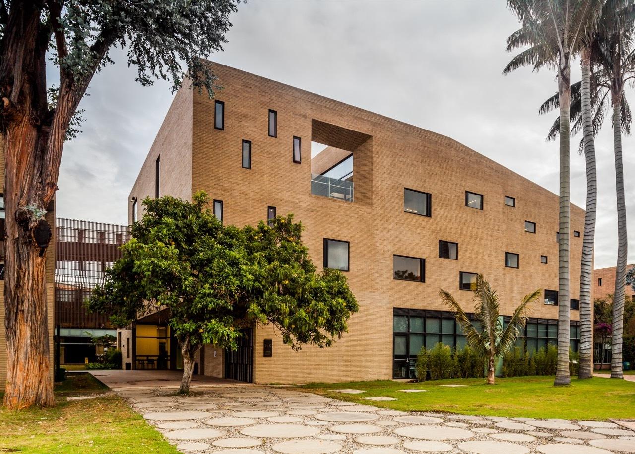 Galer a de edificio primaria colegio anglo colombiano for Arquitectos colombianos