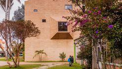 用棱形建筑围成的哥伦比亚小学  / Daniel Bonilla Arquitectos