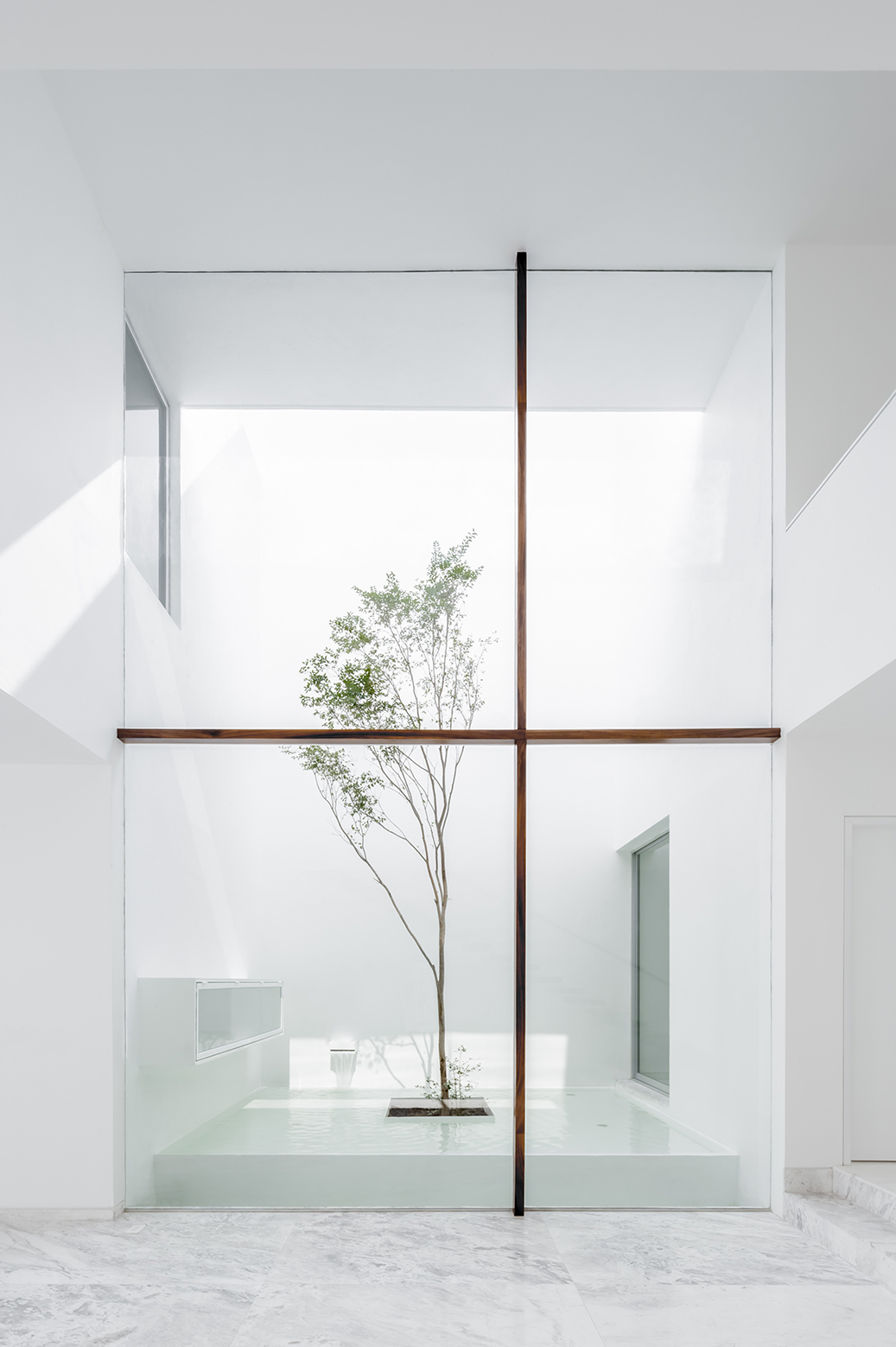 Gallery of v house cotaparedes arquitectos 4 for Minimalist interior design definition