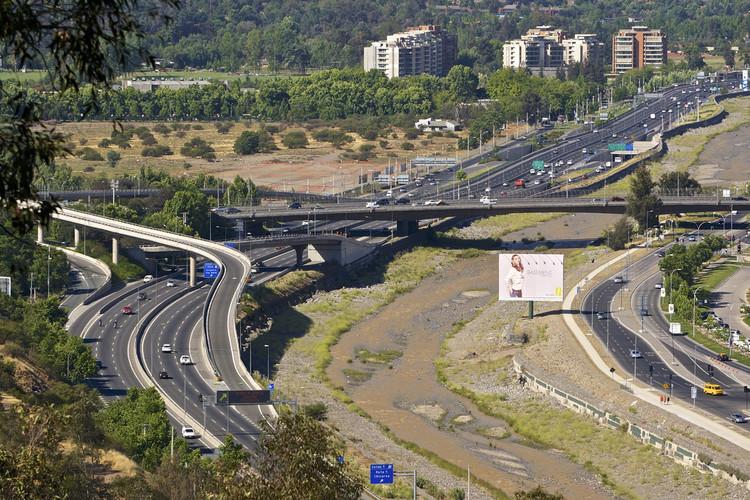 10 mitos de tráfico según CityLab, Autopista Costanera Norte, Santiago. Image © alobos Life, vía Flickr