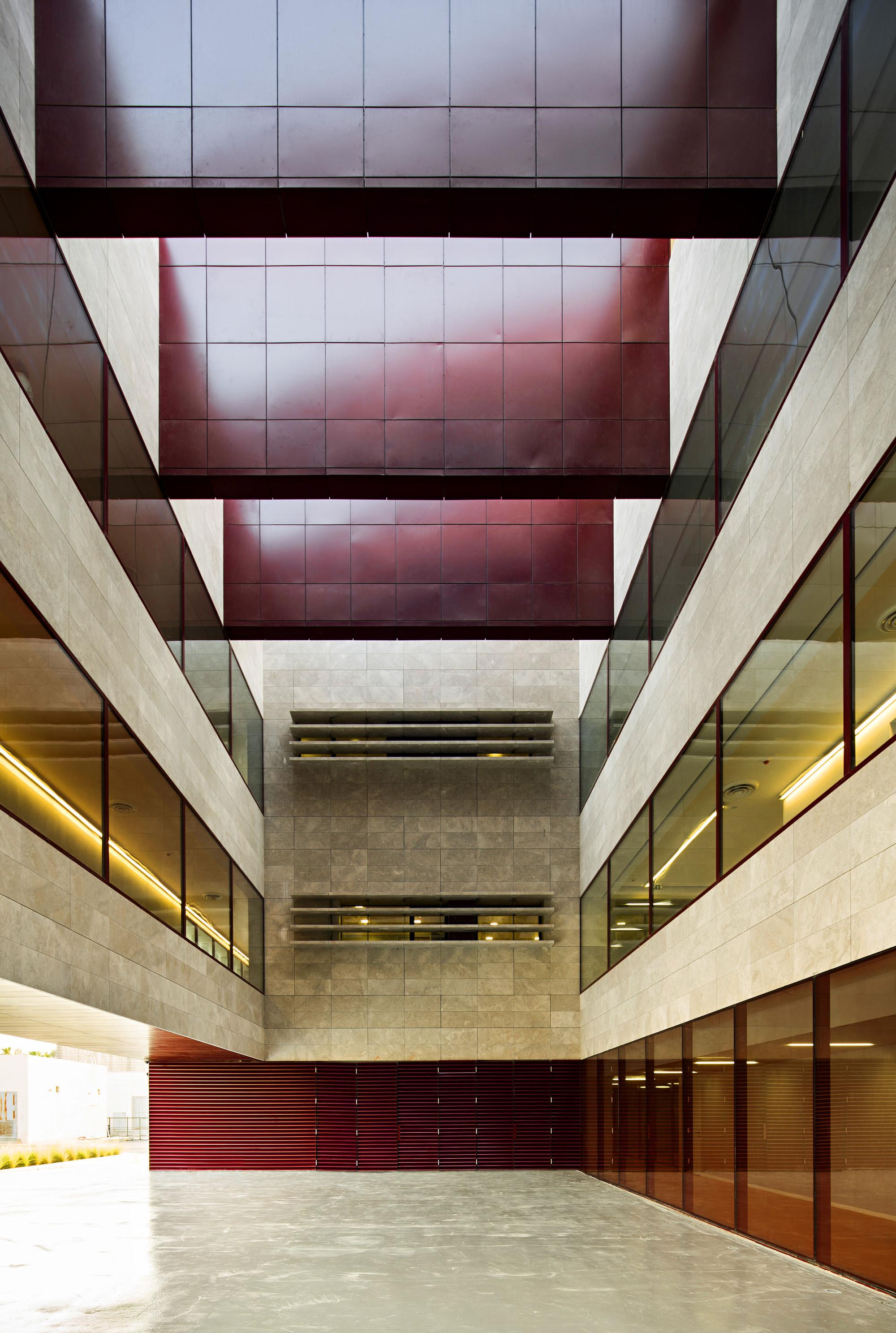 Hisham A  Alsager Cardiological Hospital / AGi Architects