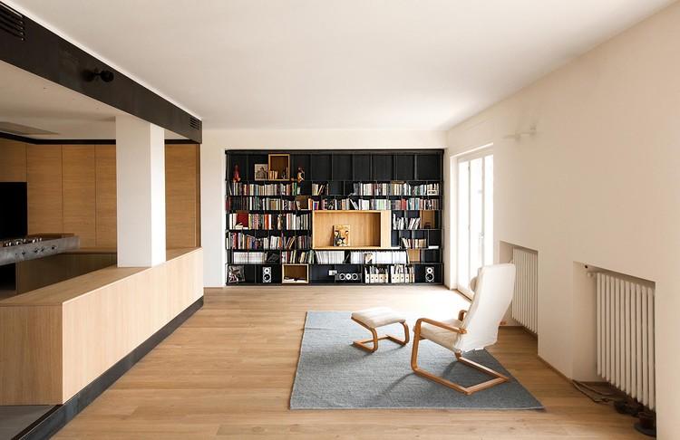 Departamento de madera y hierro / Luca Compri (LCArchitetti), © Simone Bossi- Varese-Mendrisio