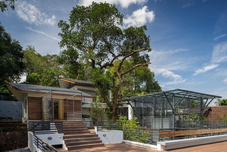House Around A Split Level Courtyard Rubber Soul on Split Level Home Interior Design
