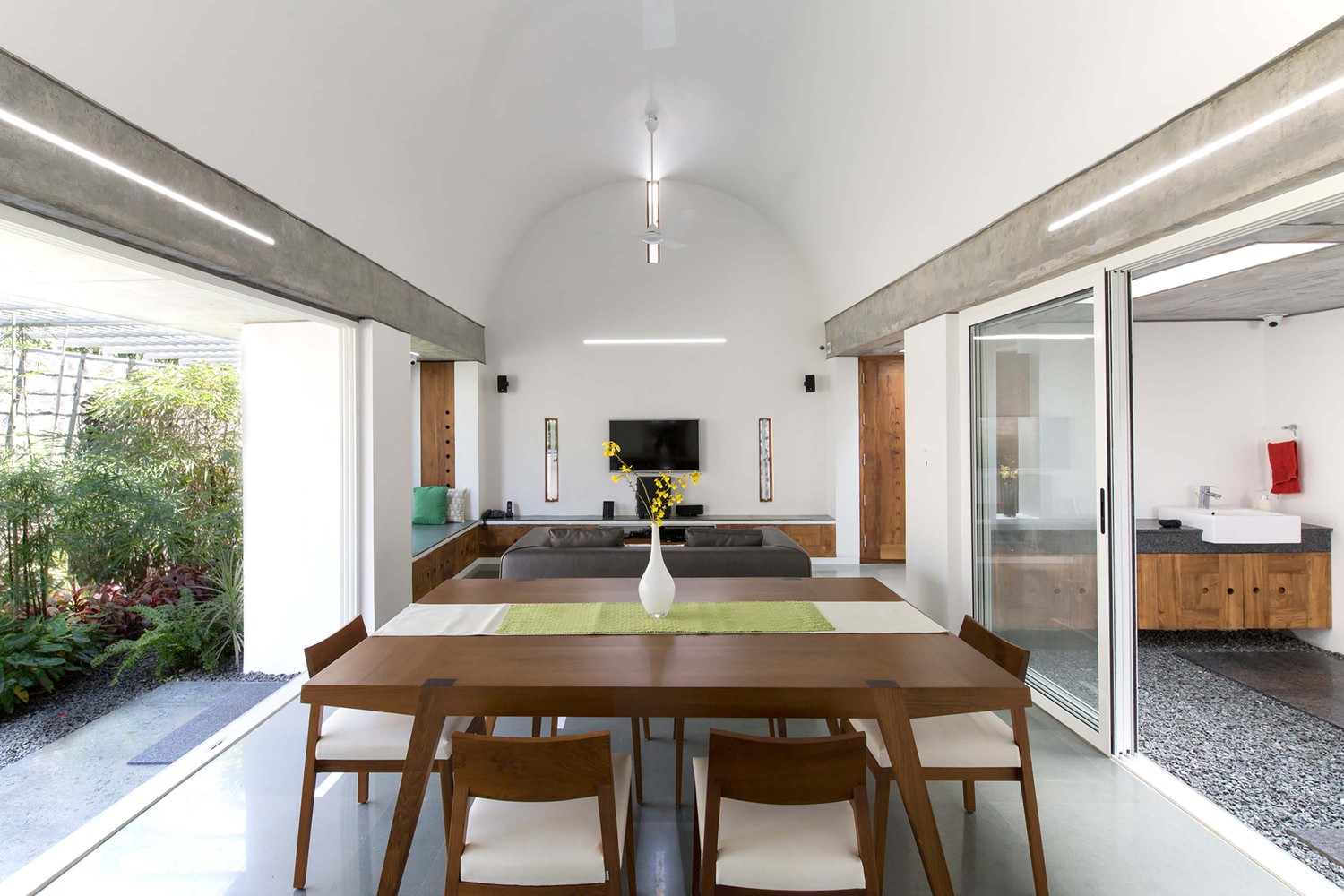 gallery of the walls and vaults house lijo reny architects 3