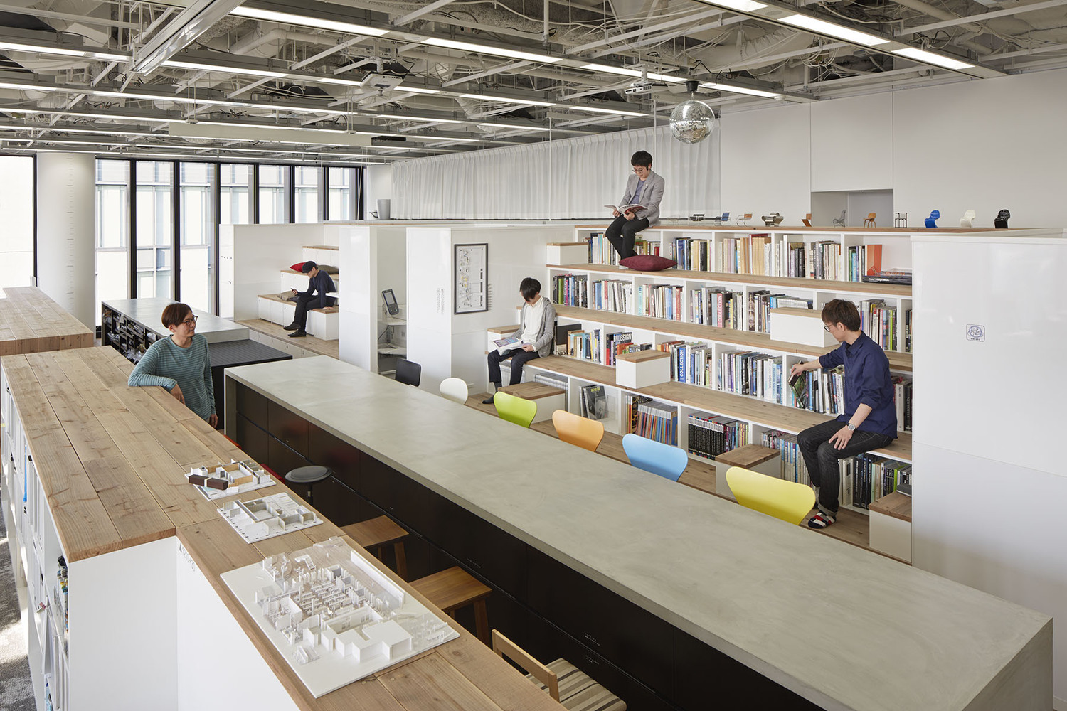 Nikken Space Design Osaka Office,© Nacasa U0026 Partners