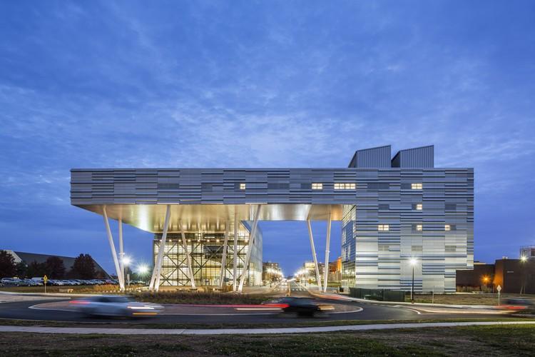Enrique Norten: 'La arquitectura no debe ser una competencia de objetos extraños', Rutgers Business School, Piscataway, New Jersey. Image © Peter Aaron