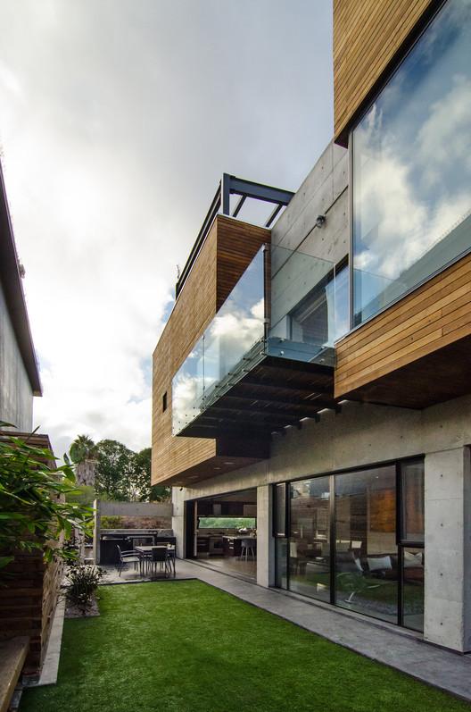 Casa z guillot arquitectos plataforma arquitectura - Arquitectos aviles ...