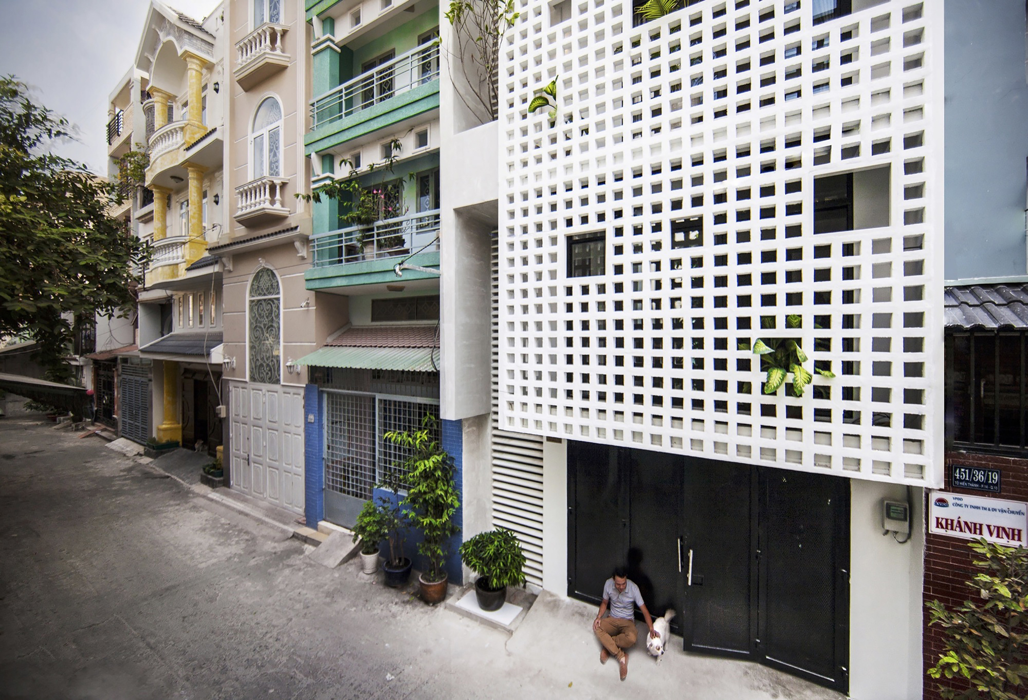Q10 house studio8 vietnam archdaily for Casa in design
