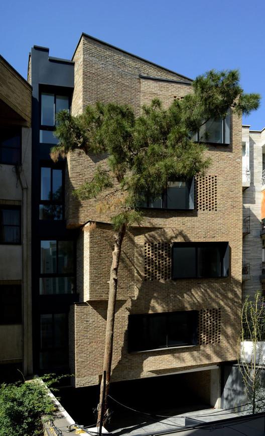 Apartamentos Residenciais / Arsh [4D] Studio, © Parham Taghioff