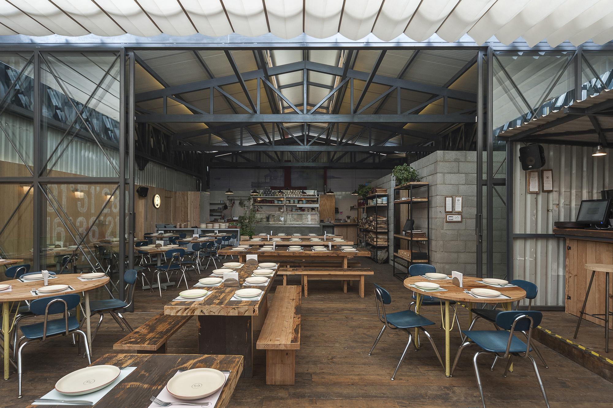 Campobaja estudio atemporal archdaily for Utensilios para restaurantes