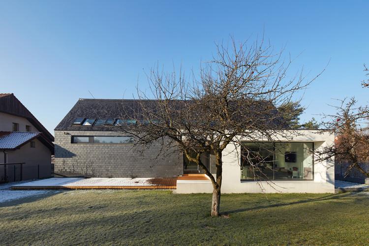 House in Slate / RS + Robert Skitek, © Tomasz Zakrzewski