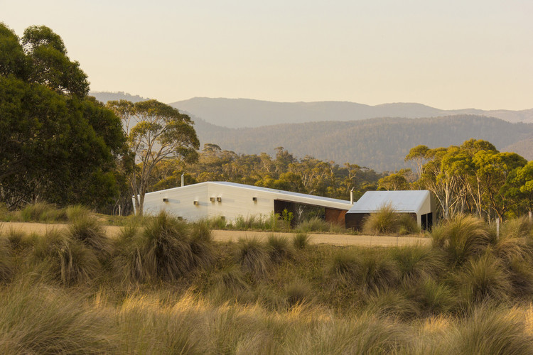 Establos Crackenback / Casey Brown Architecture, © Rhys Holland