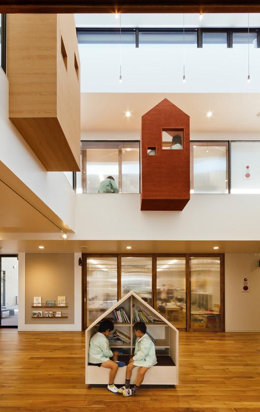 Jard n infantil an hibinosekkei youji no shiro - Bauhaus iluminacion interior ...