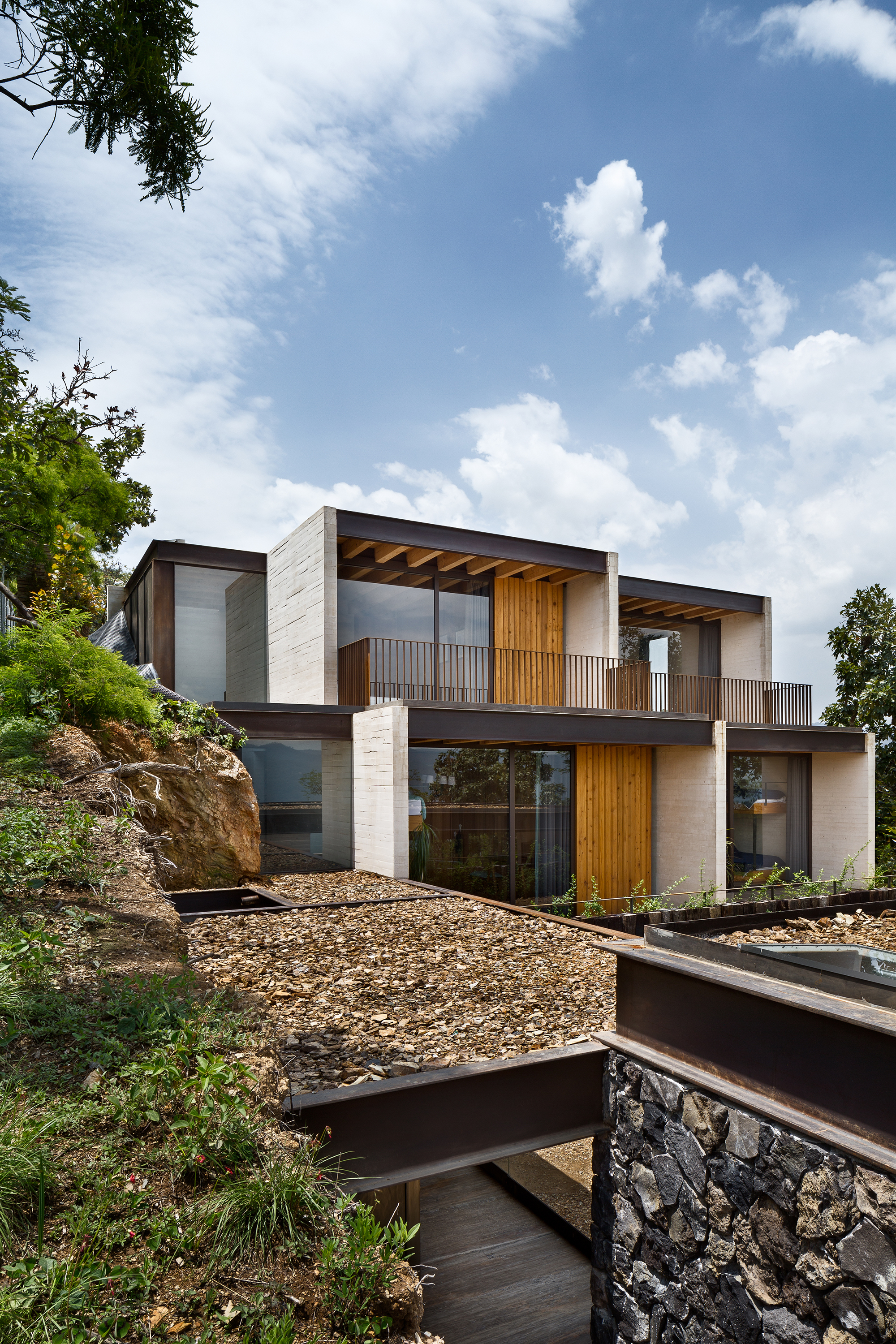 Tuc n house taller h ctor barroso archdaily for Modern hill house designs