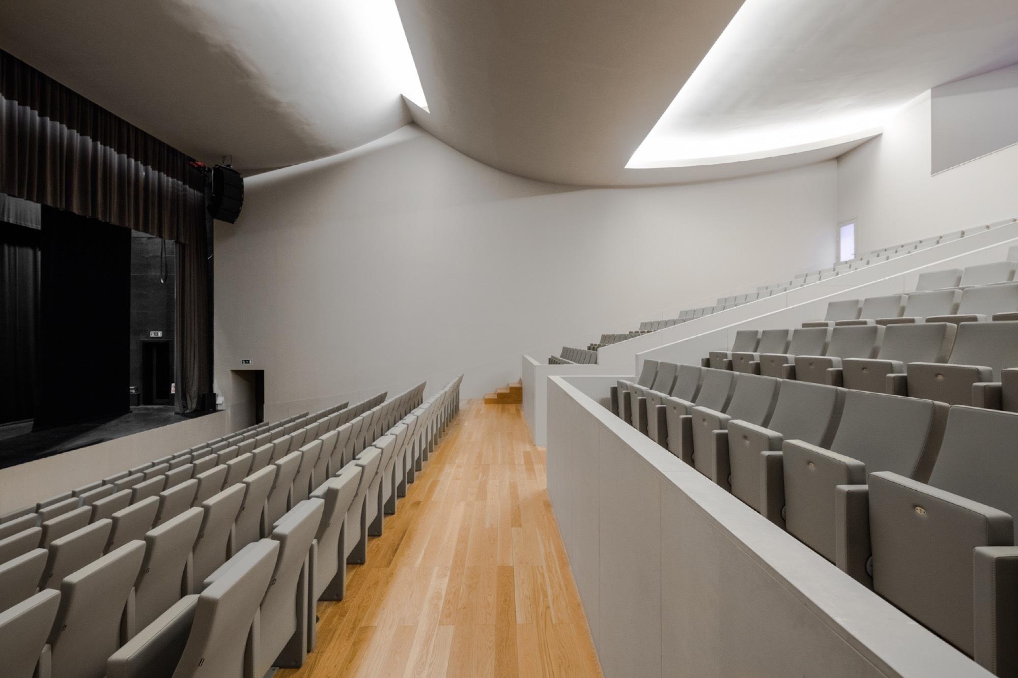 Gallery Of Gallery Public Auditorium In Llinars Del Vall 232 S By Alvaro Siza Aresta Arquitectura