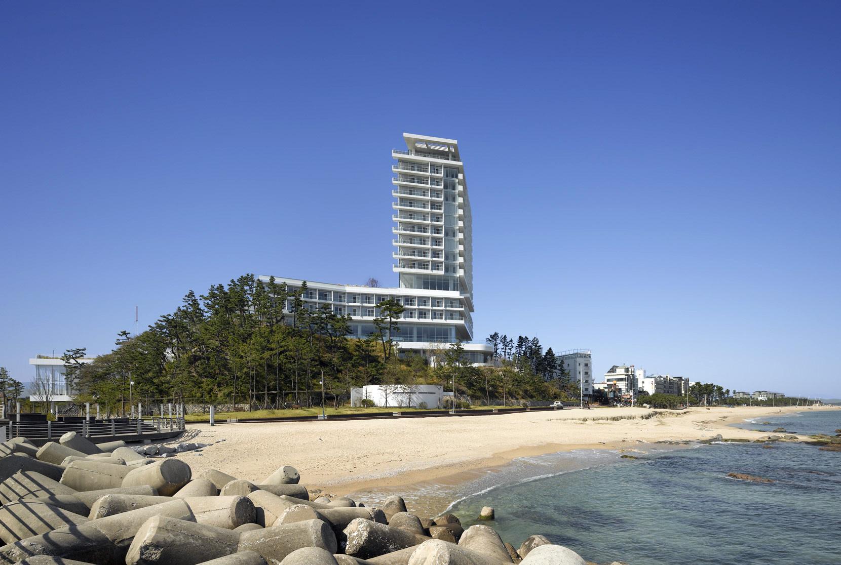 Seamarq hotel richard meier partners archdaily for Design hotel korea