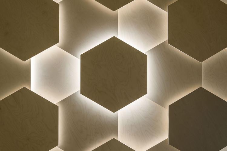 Exterior: Les Dada East / Joshua Florquin Architects
