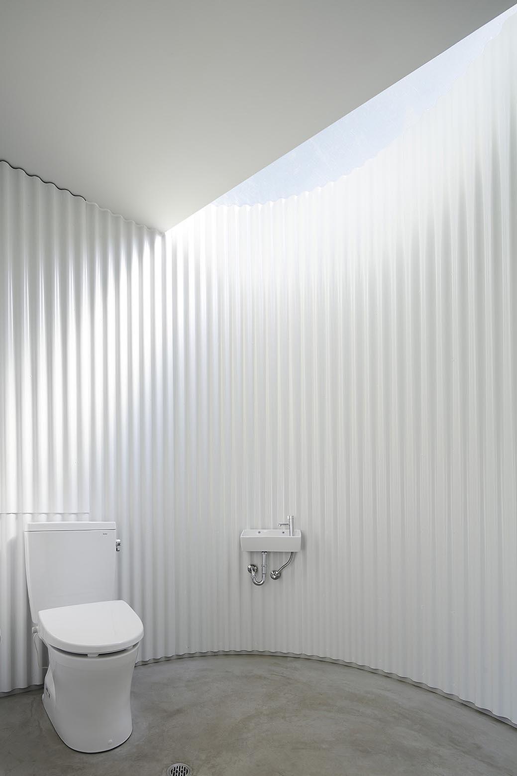 Isemachi Public Toilet / Kubo Tsushima Architects | ArchDaily