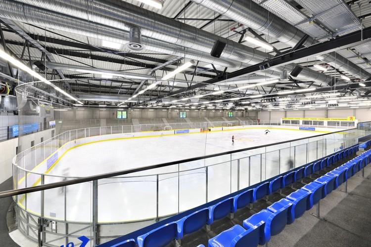 Nueva pista de patinaje sobre hielo / Herrmann + Bosch Architekten, © Ralf-Dieter Bischoff, Nürnberg