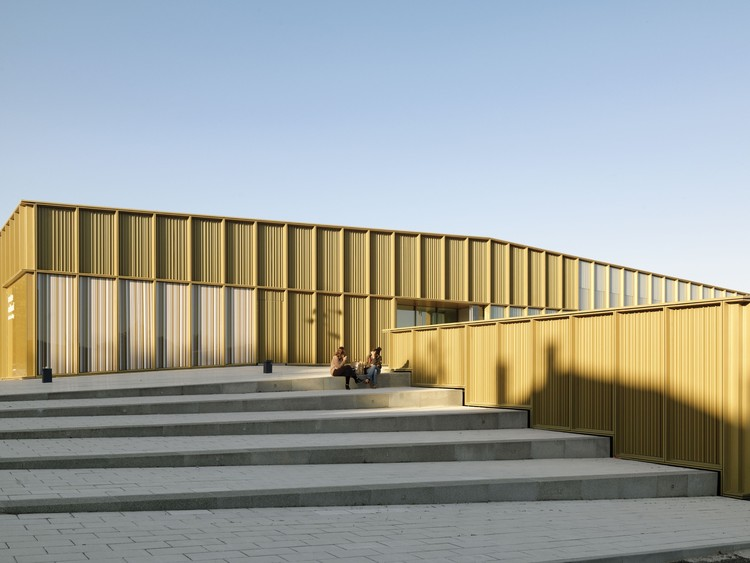 Cultural Center at Saint-Germain-lès-Arpajon / Ateliers O-S architectes, © Cyrille Weiner