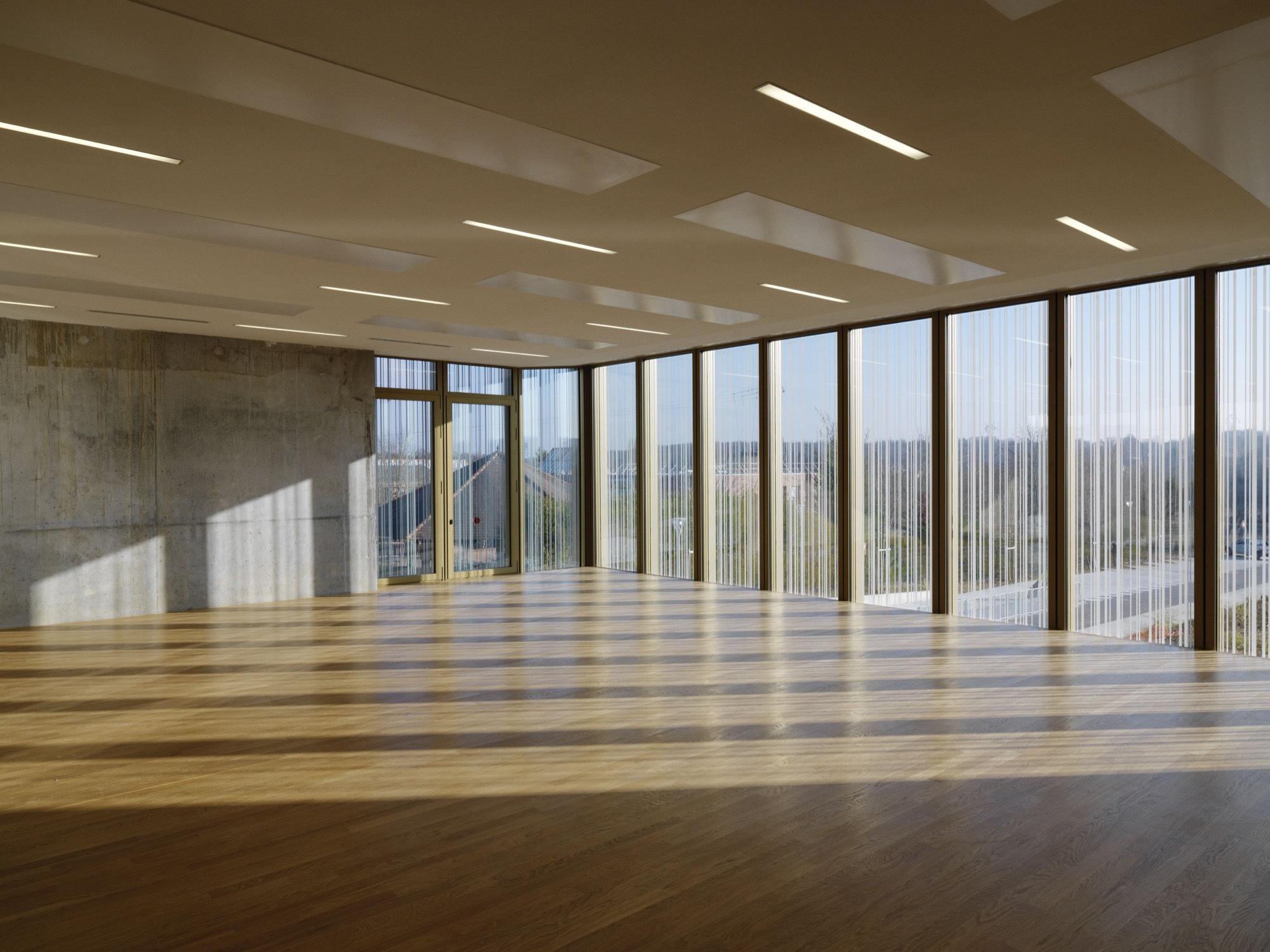 Galer a de centro cultural en saint germain l s arpajon for Salon de usos multiples programa arquitectonico