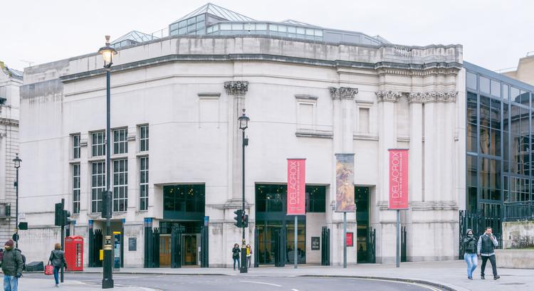 Clássicos da Arquitetura: Ala de Sainsbury da Galeria Nacional de Londres / Venturi Scott Brown, A ala de Sainsbury vista de Trafalgar Square. Image © Valentino Danilo Matteis