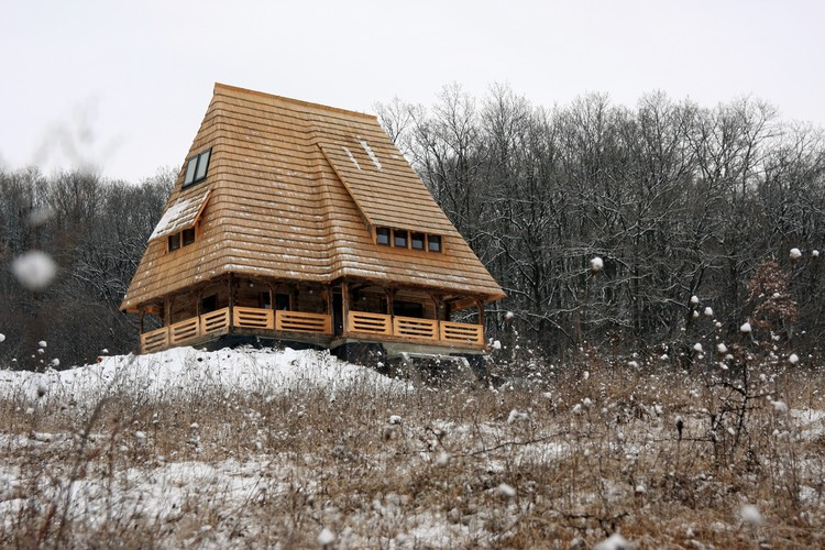 Traditional wooden house reconversion arhibox archdaily - Houses maramures wood ...