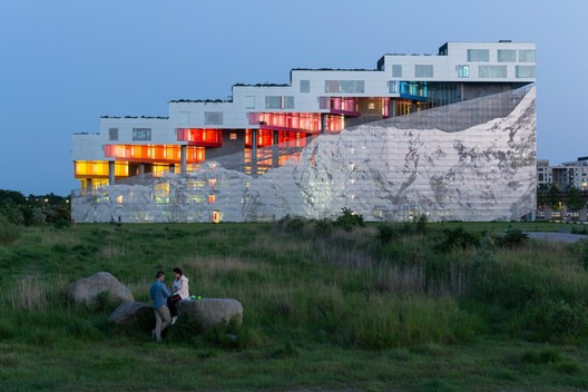 The Mountain, Copenhagen / BIG. Image Courtesy of Serpentine Galleries