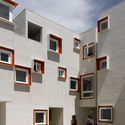 5468796 ARCHITECTURES SOCIAL HOUSING IN WINNIPEG: DO WE EXPECT TOO MUCH OF DESIGN?