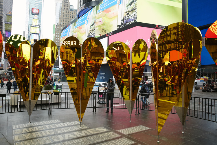 "Collective–LOK's ""Heart of Hearts"" Takes Shape in Times Square, Courtesy of Justin Bettman for @TSqArts"