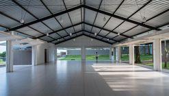 Centro São Pio / Pedro Akio Hasse