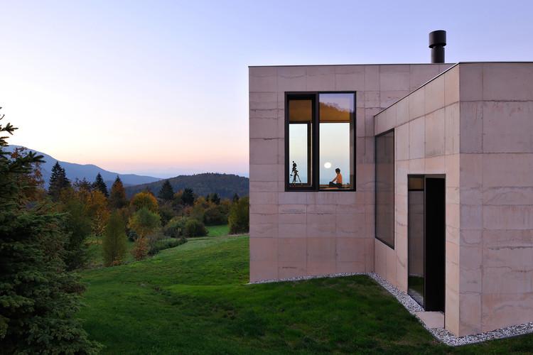 Casa en Golo  / ARK Arhitektura Krušec, © Miran Kambič
