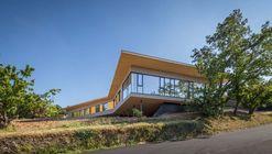 Centro de día de campamento no-residencial en Givors / Tectoniques Architect