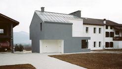 House 261 / Babau Bureau