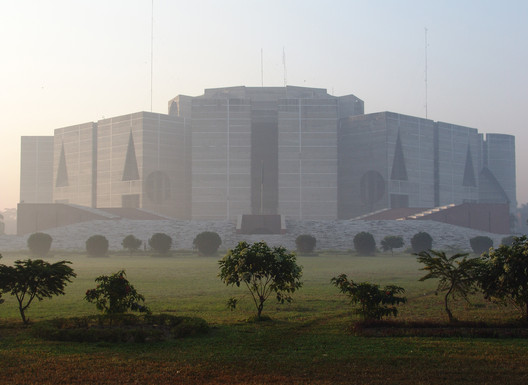National Assembly Building of Bangladesh. Image © <a href='https://commons.wikimedia.org/wiki/File:National_Assembly_of_Bangladesh,_Jatiyo_Sangsad_Bhaban,_2008,_8.JPG'>Wikimedia Commons user Lykantrop</a> licensed under <a href='https://creativecommons.org/licenses/by-sa/3.0/deed.en'>CC BY-SA 3.0</a>