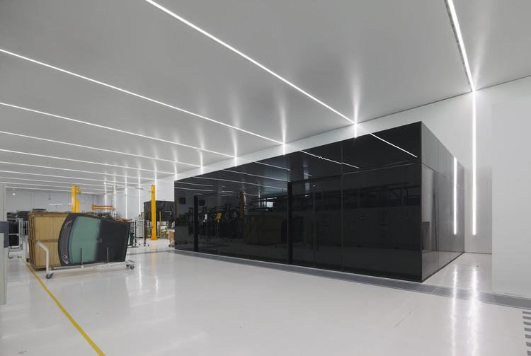 Nave industrial y oficinas agp eglass v oid archdaily for Oficinas industriales